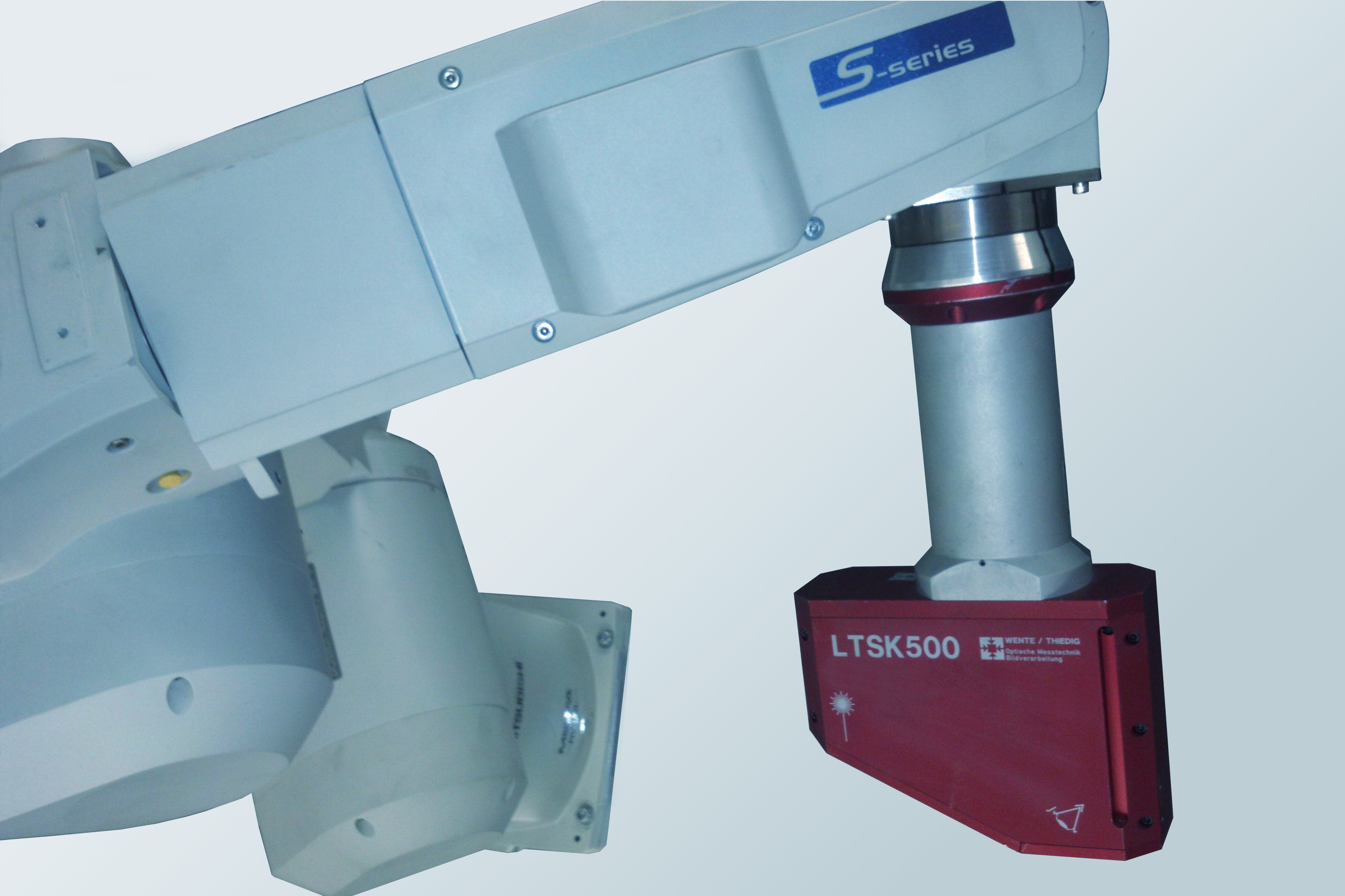 Robot-guided 3D scanning system LTSK500, mounted on industrial robot