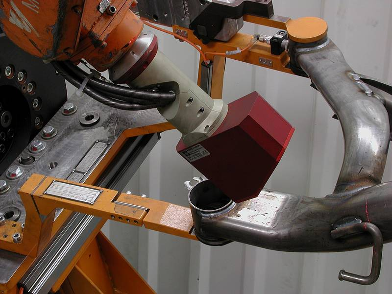 Robot-guided checking of large components with the 3D scanning system LTSK500