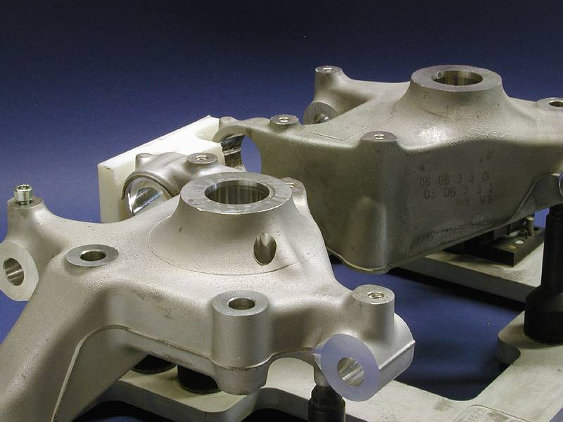 The main bore and the associated flat surfaces are to be checked on left and right wheel carriers for pores and voids.
